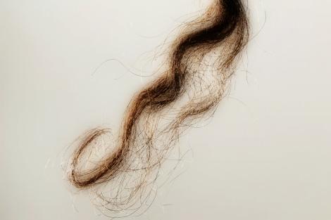 Amarre con cabello y ropa interior